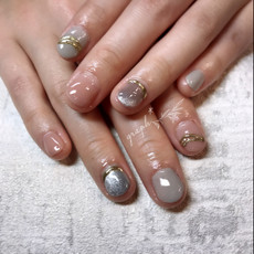 グレー × ピンク × ミラーアクセサリーのマグネットジェルネイル|graph* nail & design|福井県福井市の隠れ家ネイルサロン